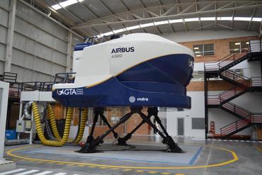 Entra en funcionamiento el simulador de vuelo de Indra en Bogotá