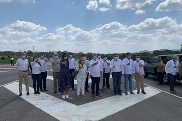 Iván Duque inaugura un nuevo tramo de autopista construido por Sacyr